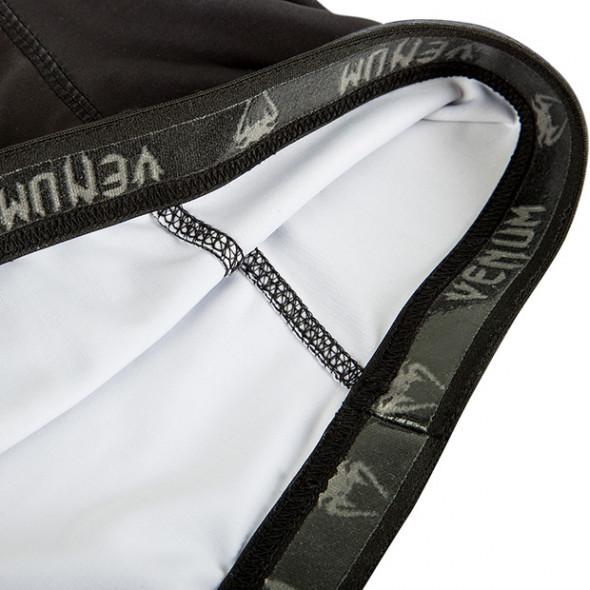 "Venum ""Giant"" rashguard - Black - Long sleeves"